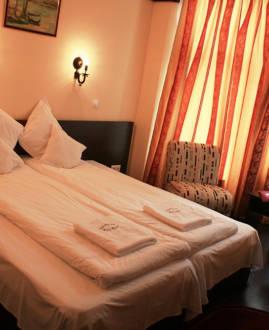 Cameră 3*